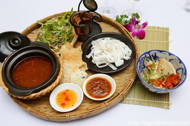 Cach nau mi Quang chay ngon cho thang 7 hinh anh 1